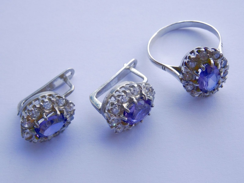 Silver jewelry set with amethysts. Earrings and Ring (size 19), purity 925