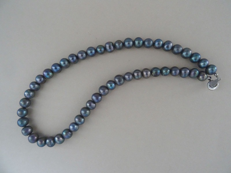 Pearl necklace. Length 45 cm