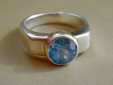 Silver ring with zircon. 925 standard