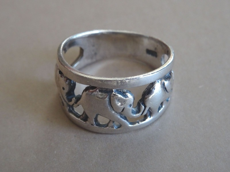 Ring with 3 elephants 4.40 g.
