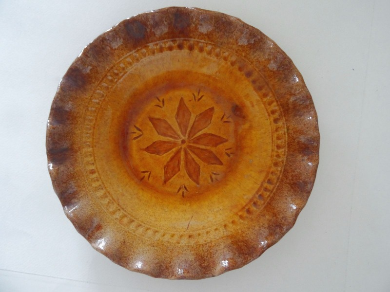 "Ceramic plate, with author's initial ""C"" Ø 19 cm"