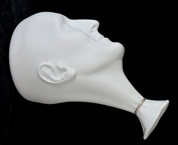 Vase. A man's head (white)