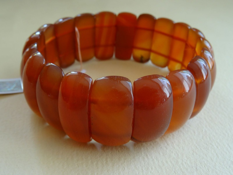 Bracelet with agate, carnelian, weight 70,20 g.