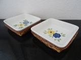 Porcelain dishes in wicker baskets 15x15 cm